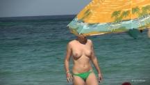 topless-beach-mood-104