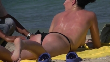 topless-beach-massage-102