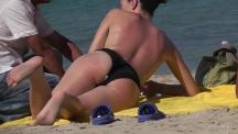topless-beach-massage-103